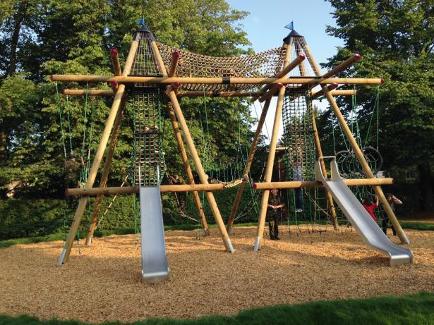 Crowdfunded play equipment at Hartham Common